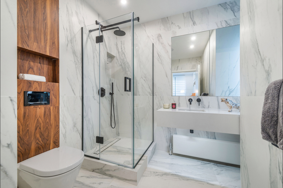 Medium bathroom 6